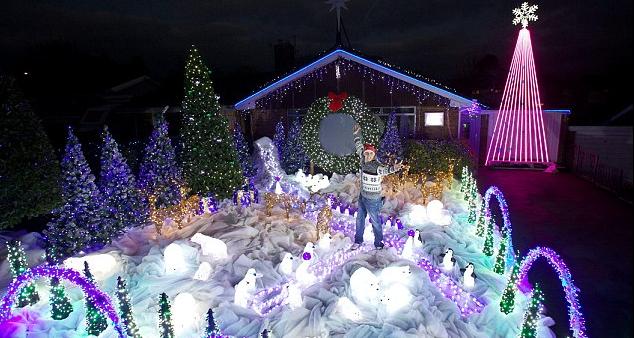 Manning_Close_Christmas_Light_Show,Wells,_Somerset,_England