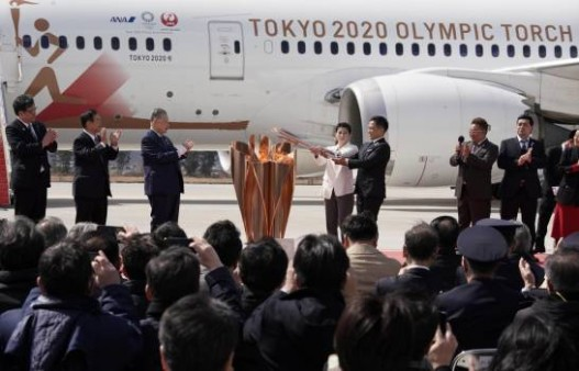 olympic-flame-arrives-in-japan_13498928_20200321183531